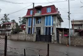 იყიდება სახლი, მეჯინისწყალი