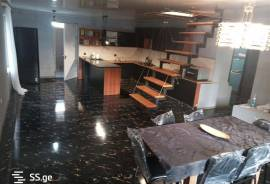 House For Sale, Lisi