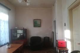 Продается квартира, Старое здание, Чугурети