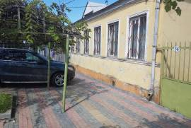 House For Rent, Boni